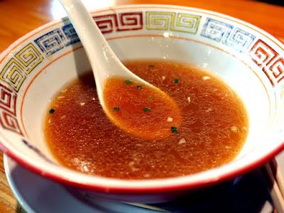 ラーメンはスープまで飲みきるか否か