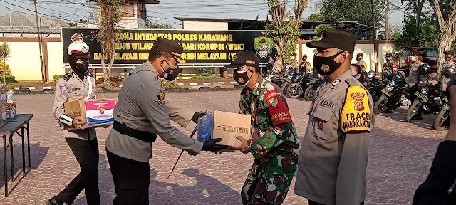 TNI-POLRI Bersinergi Mendistribusikan Bansos PPKM Darurat Dan Tepat Sasaran.