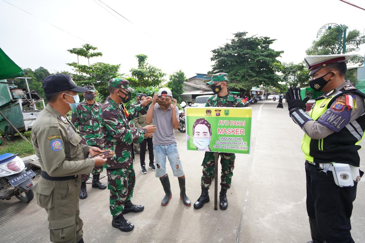 Cegah Covid-19, Kodim 0902/TRD Bersama Tim Gabungan Menggelar Operasi Yustisi