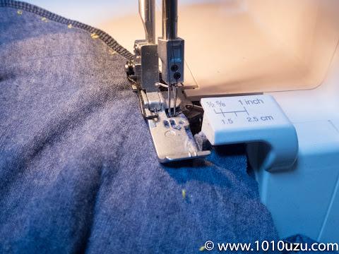 ロックミシンの2本針4本糸ロックで縫う