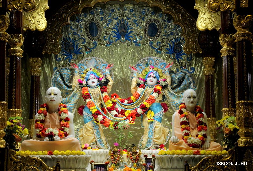 ISKCON Juhu Sringar Deity Darshan on 30th Dec 2016 (32)