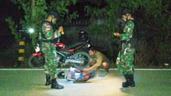 Pastikan Perbatasan Aman, Satgas Yonif 623 Gelar Pemeriksaan Rutin Pelintas Batas