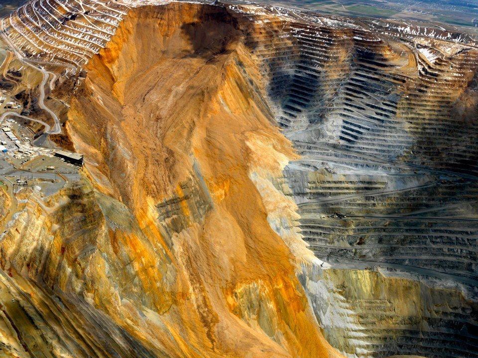 bingham-canyon-mine-landslide-1