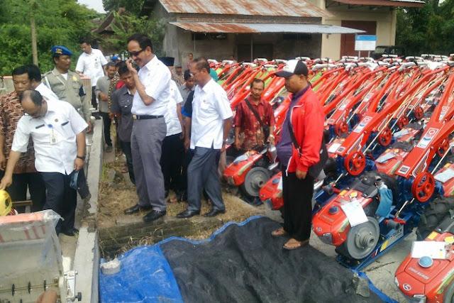 Petani Ponorogo dapat bantuan alat mesin pertanian sebanyak 952 unit