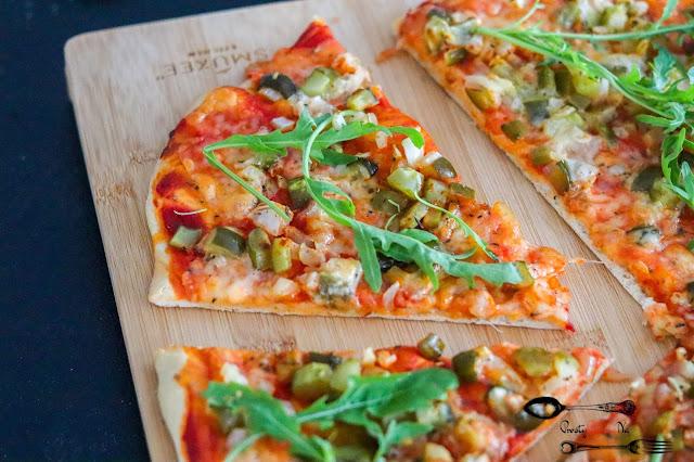 dania obiadowe, przekąski, pizza na cienkim, pizza na dużą blachę, pizza z rukolą, pizza z cebulą i ogórkiem,pizza z mozarellą, pizza bez wyrastania