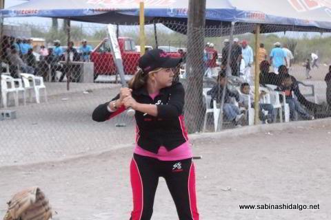 Alma Rodríguez de Vallecillo en el softbol femenil del Club Sertoma