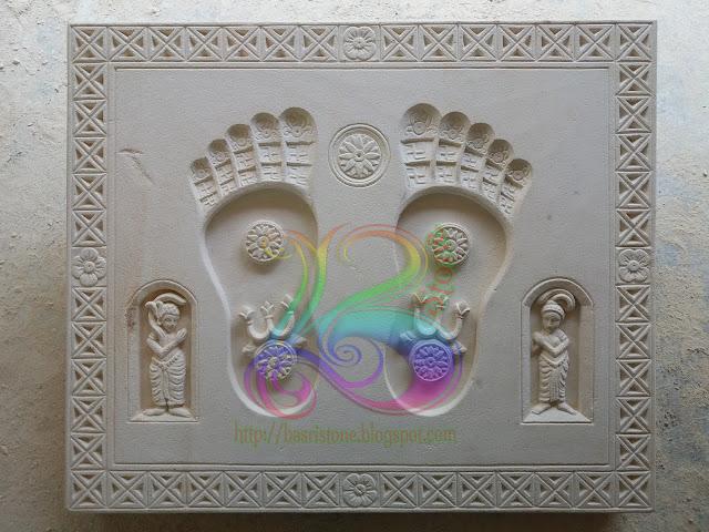 relief telapak kaki budha