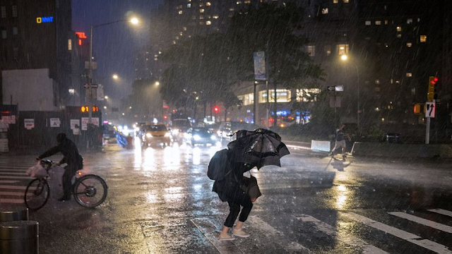 """La gobernadora de Nueva York pidió a la gente permanecer en sus casas por la tormenta Ida: """"La ciudad ha quedado literalmente paralizada"""""""
