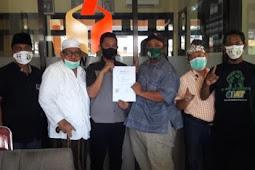Relawan Sahabat Hulk Didampingi Kuasa Hukum Pemenangan Laporkan Dugaan Pengrusak APK Paslon GIAT Ke Bawaslu