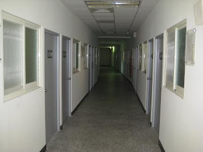 通往朱老師研究室的走廊