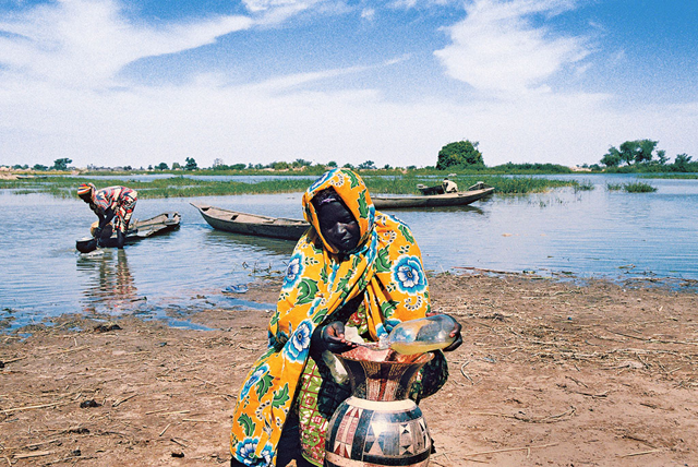 In the Liptako-Gourma region, Niger, an area that has experienced large-scale land degradation and water scarcity, a villager takes extra precautions to keep her supply of water clean. Photo: Rabo Yahaya / UNDP