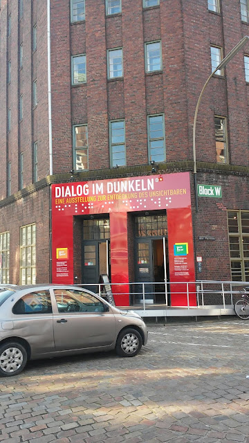 dialog im Dunkeln. Blind Ausstellung.