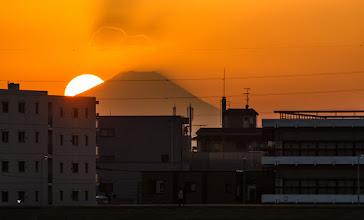Photo: The sun sets over Tokyo and Mt Fuji