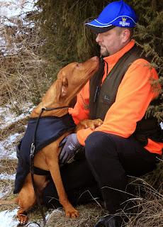Ferkó och husse Micke på jaktprov. Mars 2015