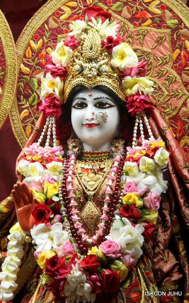 ISKCON Juhu Sringar Deity Darshan on 30th May 2016 (18)