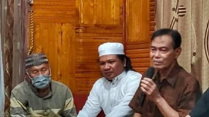 Putra daerah kelahiran Pagatan, Fawahisah Mahabatan terpilih menjadi Ketua Lembaga Ade Ogi Pagatan, pada rapat pengurus di Pagatan, Selasa (12/1) malam tadi.