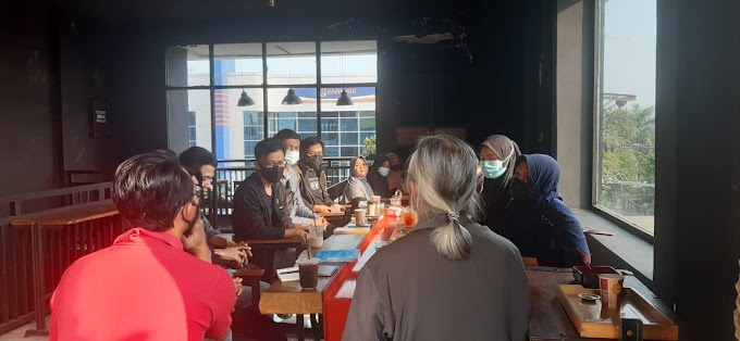 Rutinan FLP Blitar di VIP Coffee House, Donut and Chickme