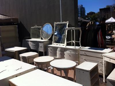 Brooklyn Fleaで見つけた白い家具だけを売っているお店