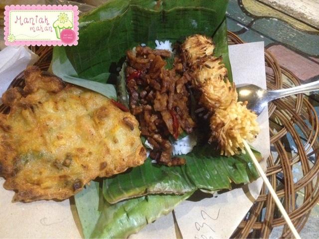 maniak-makan-playground-cafe-badran-solo-nongkrong-hits-menu-makanan