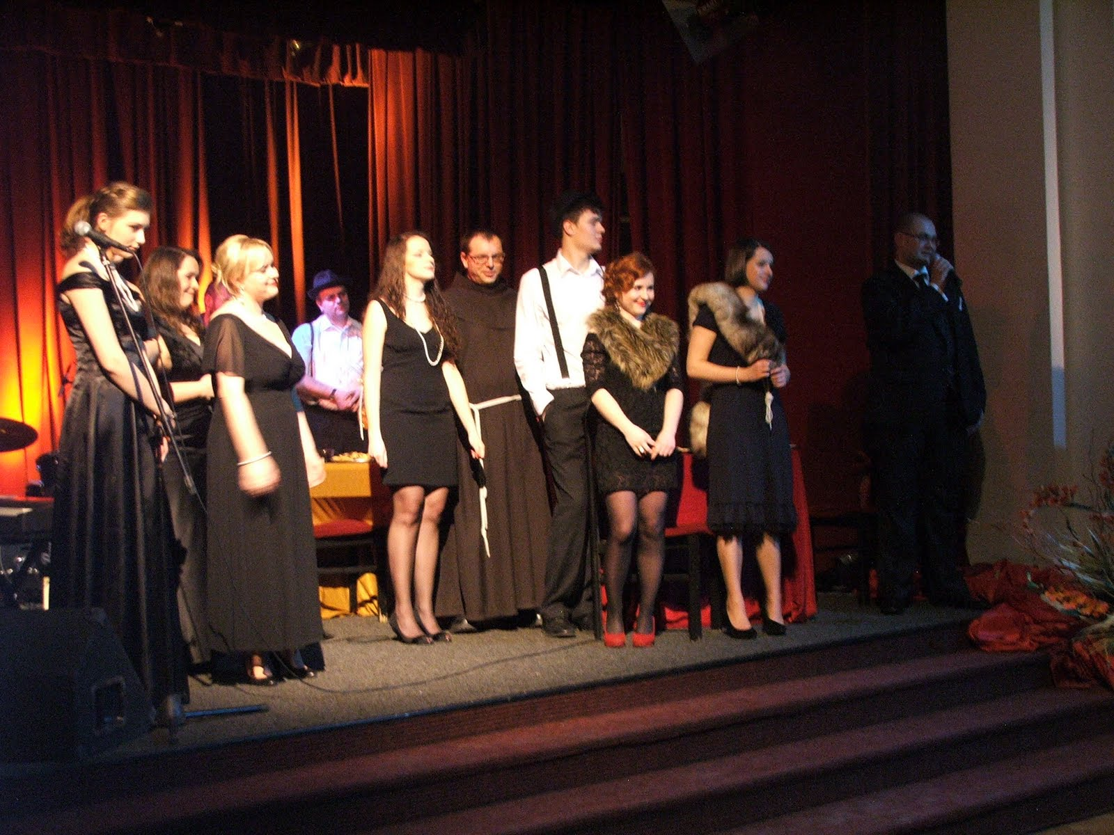 Fotorelacja z charytatywnego koncertu Retrosong, czyli podróż w dwudziestolecie, który odbył się 17.02.2012 roku w Klubie 2 Korpusu Zmechanizowanego w Krakowie.