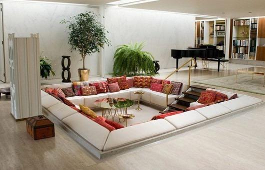05-декоративные-подушки-пэчворк-в-интерьере-гостиной