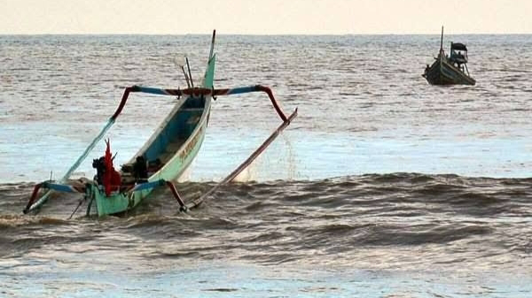 Foto: Ilustrasi. Gelombang Laut Tinggi, Nelayan Agar Waspada.