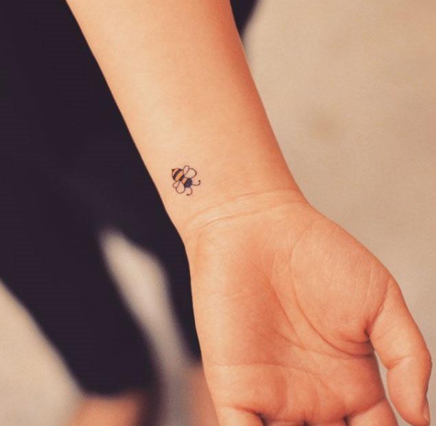 Este miniatura abelha pulso de tatuagem