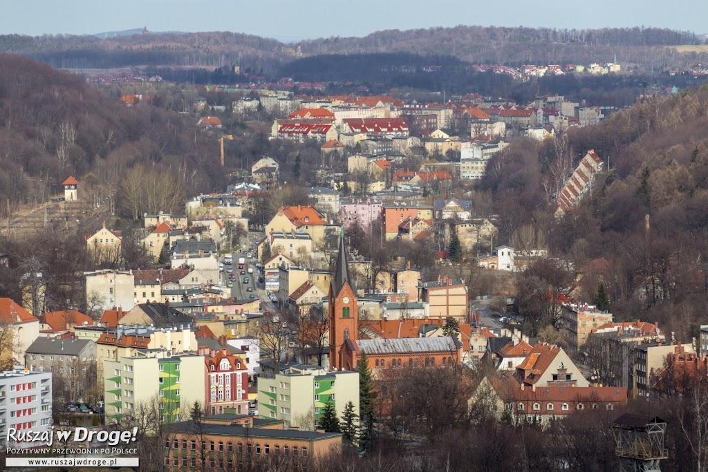 Widok na Wałbrzych z Góry Parkowej w Parku Miejskim