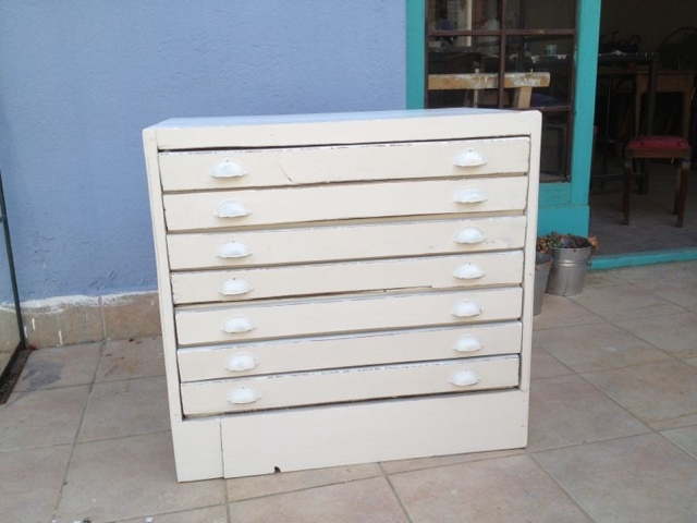 Taller de restauraci n de muebles reciclados en barcelona for Muebles provenzales ikea