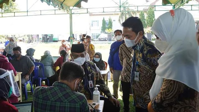 Pj Gubernur Safrizal Tinjau Vaksinasi Massal di Balangan