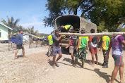 Peduli Lingkungan Pantai, Satgas Yonarmed 6/3 Kostrad Laksanakan Pembersihan Pantai Dusun Oepoli