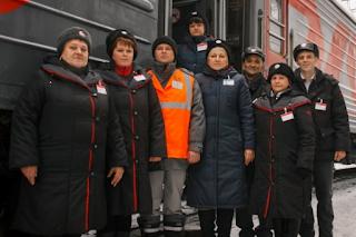 Железнодорожники и пассажиры спасли жизнь человеку