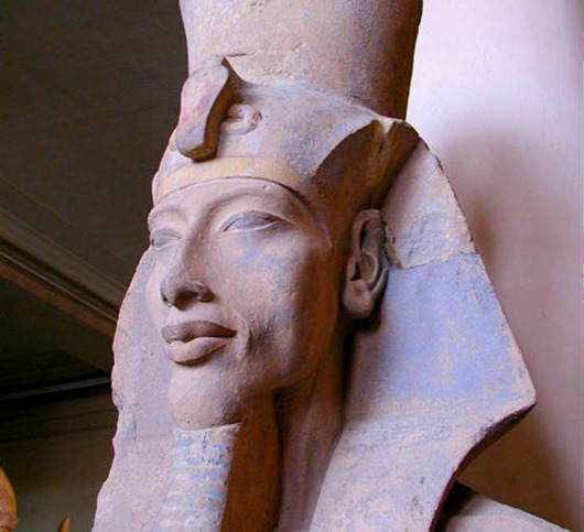 Akhenaten_statue