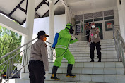Cegas Virus Corona, TNI-POLRI dan Pemkab Bone Bersinergi Lakukan Penyemprotan Disinfektan