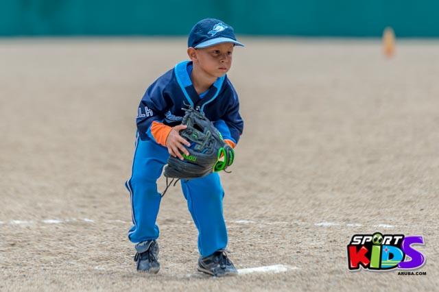 Juni 28, 2015. Baseball Kids 5-6 aña. Hurricans vs White Shark. 2-1. - basball%2BHurricanes%2Bvs%2BWhite%2BShark%2B2-1-28.jpg