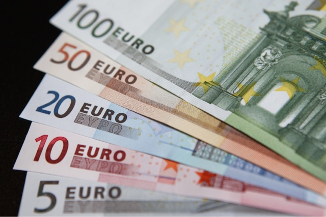 What would be the Dissadvantages of Britain joining the euro?