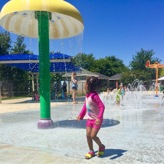 top mom mommy blogger thedailyaprilnava splashpad summer roswell georgia black brown girl