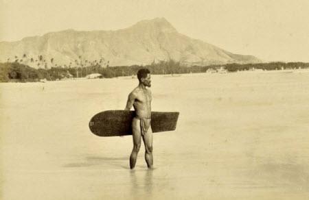 Supuestamente, la primera fotografía que se tomó de un surfista