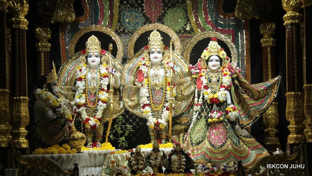ISKCON Juhu Sringar Deity Darshan on 28th May 2016 (31)