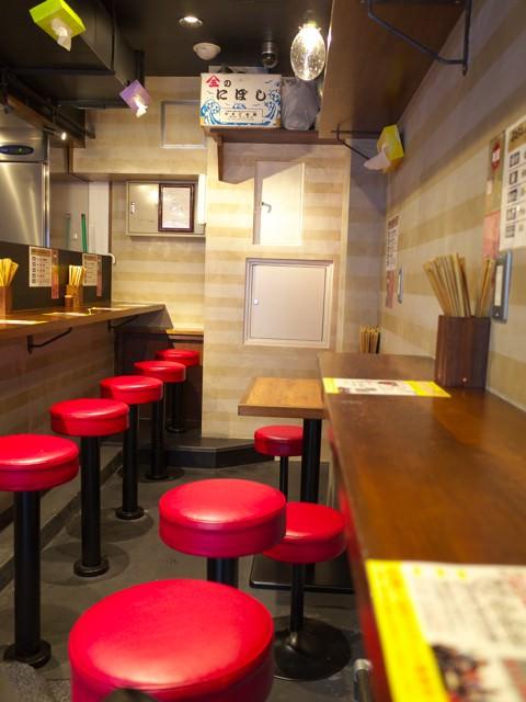すごい煮干ラーメン凪渋谷東口店の店内