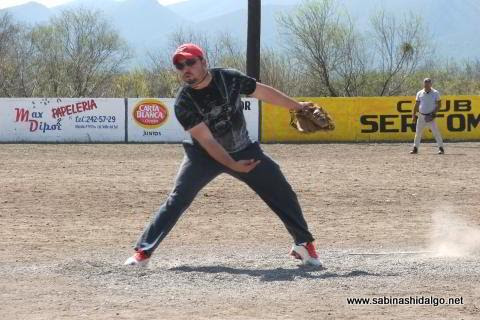 Jesús González de SUTERM en el softbol del Club Sertoma