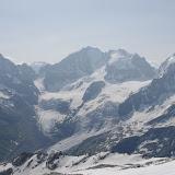 Au centre le Pic Bernina (4048 m) et à droite le Pic Roseg (3937m) depuis le Pic Corvatsch, 3303 m (Grisons, CH). 13 juillet 2013. Photo : J.-M. Gayman