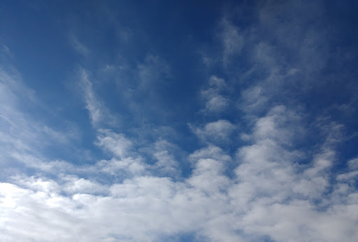Wispy cirrus clouds (used as symbol image for climate; re-used from the Public Domain/CC0)