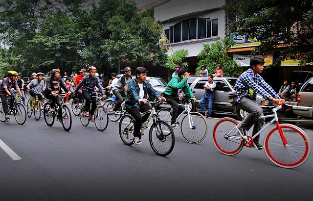 aktivitas-sehat-bersepeda-di-kota-depok