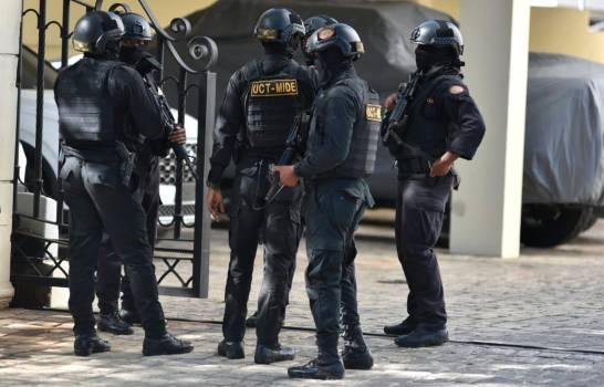 Allanan apartamento en torre de Santiago durante operación contra narcotráfico y lavado de activos