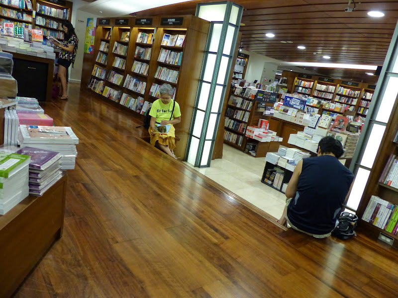 Taipei. Librairie Eslite, et deux maisons japonaises restaurées (dédiées à la poésie) - P1240883.JPG