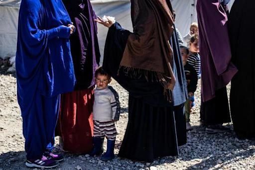 لوموند الفرنسية: حول إحتجاز المتطرفين في مخيم الهول بمناطق الادارة الذاتية في روجآفا