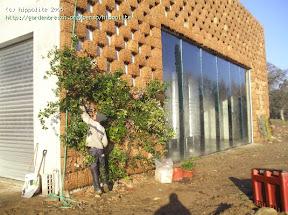 ce mur végétal a été créé avec des modules de sphaigne sèche les murs et toitures végétales sont plus nombreuses aux USA et au Canada qu'en France