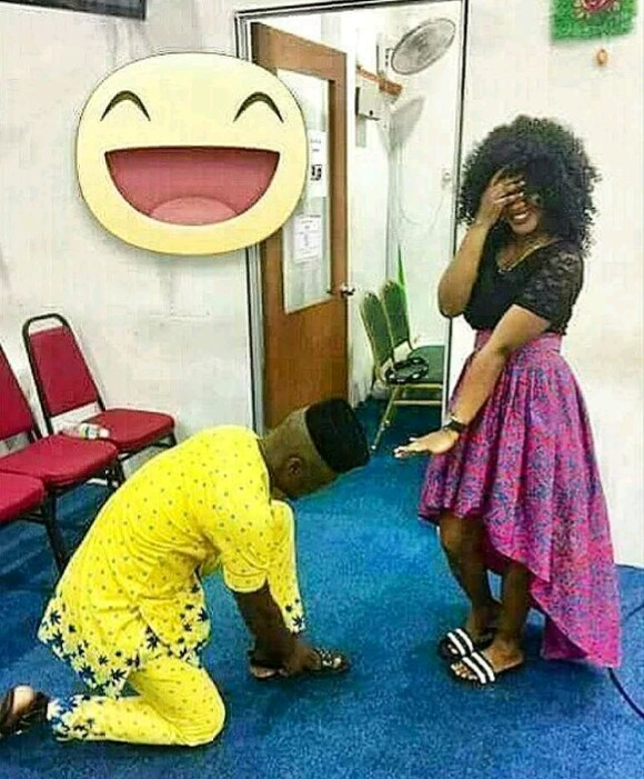 This Is Why Guys Should Stop Tying Their Shoe Lace In Front Of A Lady
