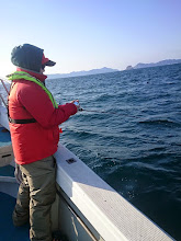 """Photo: 午前中は「船酔い」でダウンしていた、""""モリカワさん""""フィーッシュ!"""